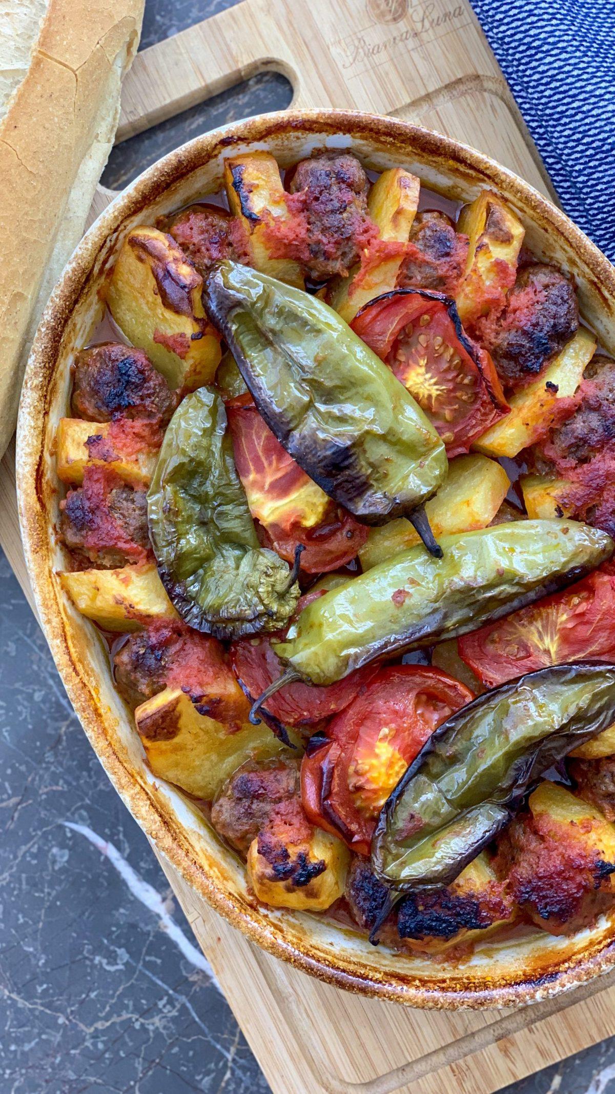 Kartoffel Köfte in Tomatensoße