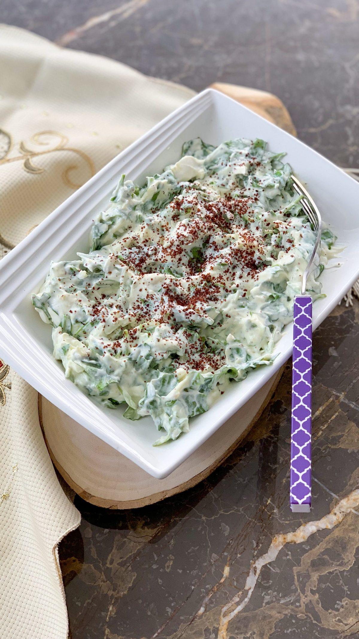 Rucola Salat mit Knoblauch Joghurt
