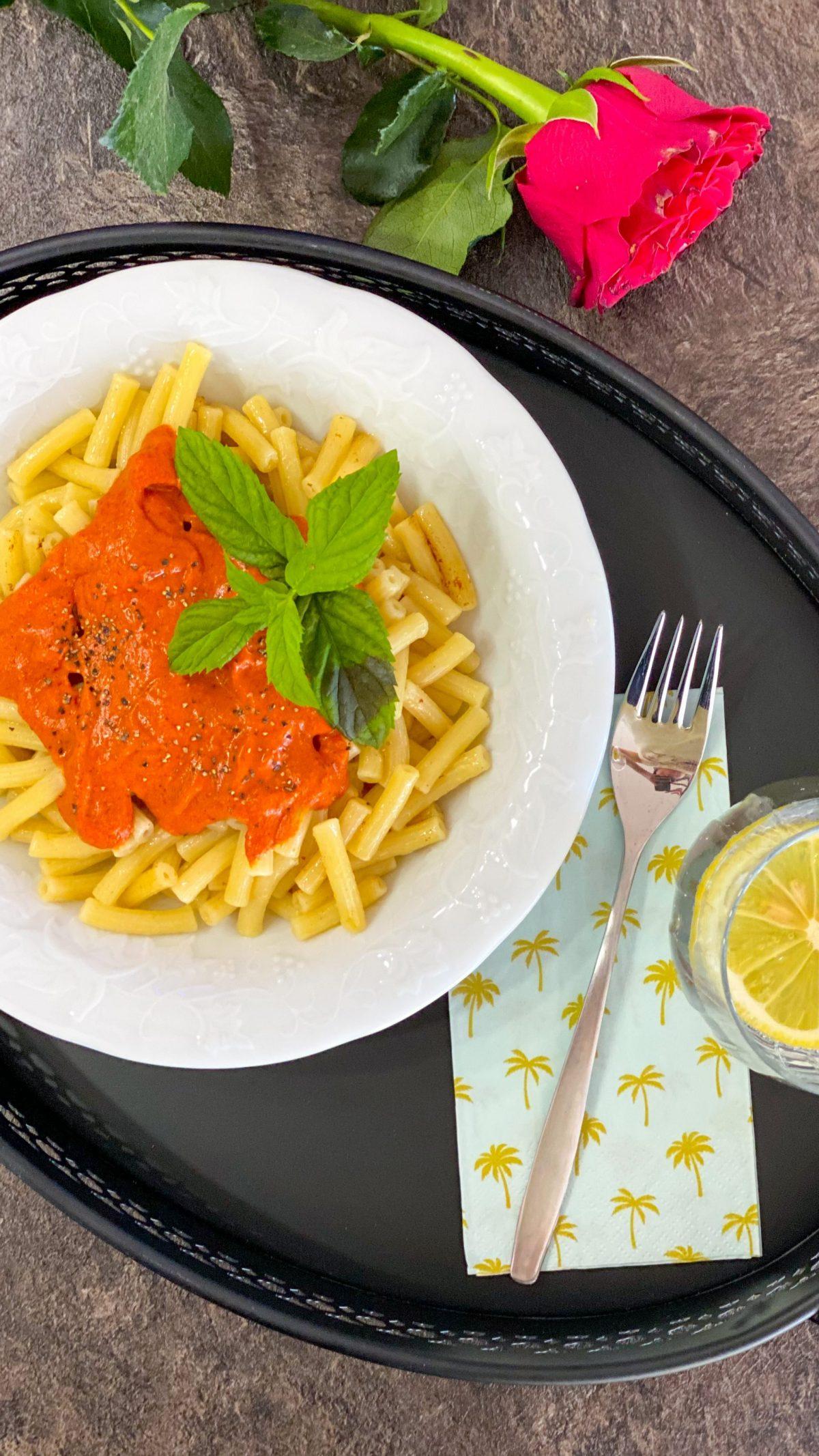 Nudeln mit Paprika-Cashew-Sauce